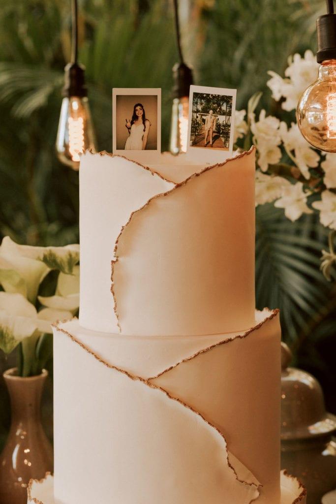 bolo de casamento branco espatulado