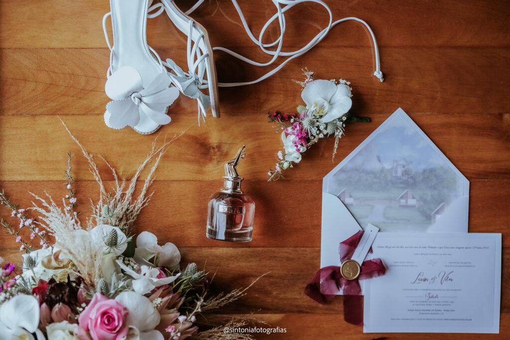 convite sapato e perfume da noiva